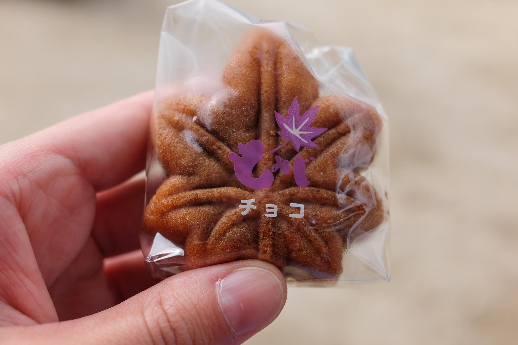 Manjuu - Kuchen mit unterschiedlichen Füllungen (bei uns mit Vanille) in Form eines Ahornblattes.