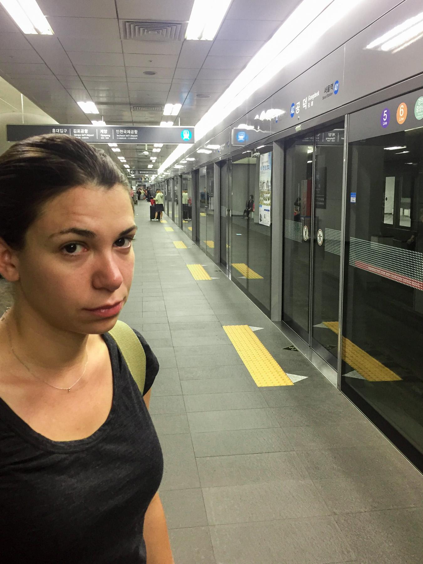Um 6 Uhr morgens an der U-Bahn in Seoul